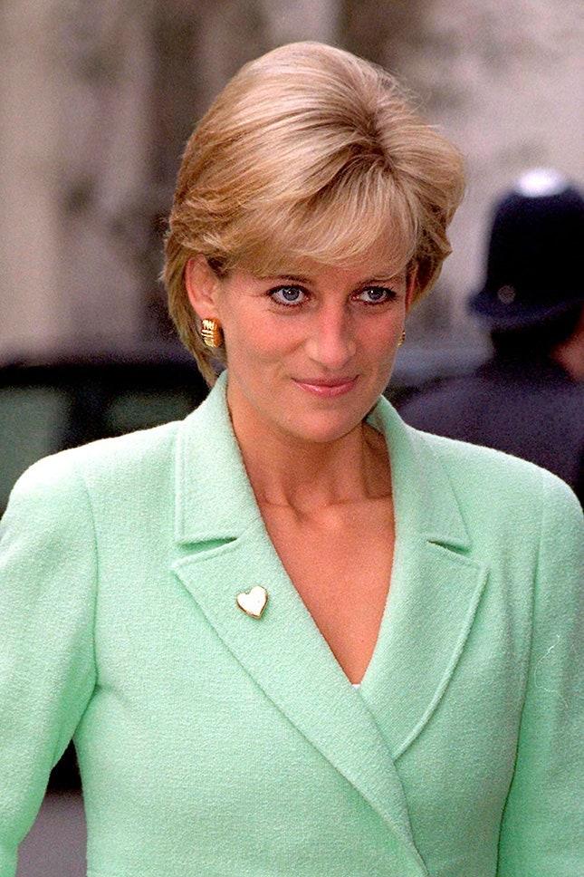 Принцеса Даяна със златна брошка във формата на сърце, 1997 г.