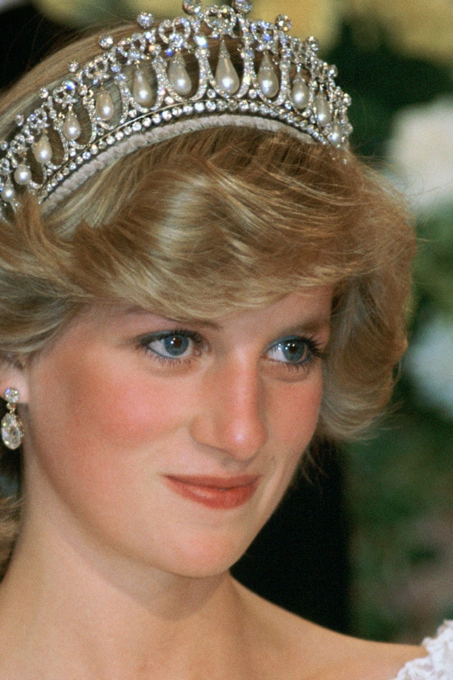 Принцеса Даяна с диамантени обеци и диадема на кралица Мери, 1983 г.