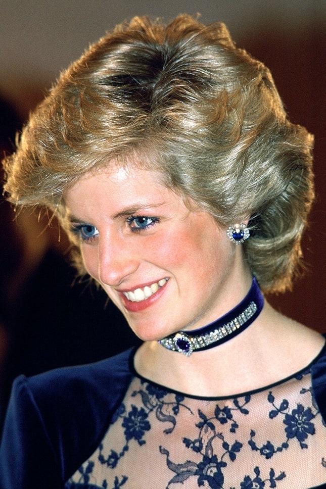 Принцеса Даяна с кадифен диамантен чоукър със сапфири и сапфирени обеци с диаманти, 1985 г.