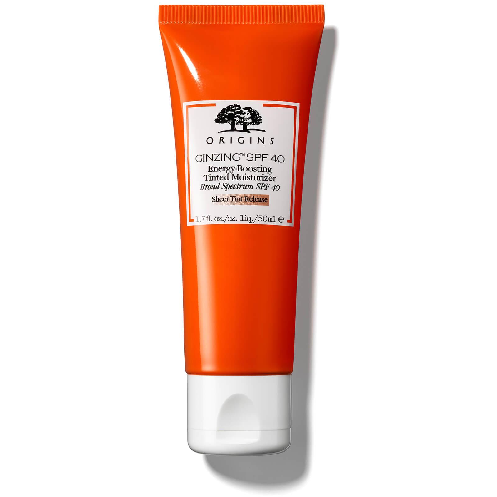 Origins GinZing™ Energy-Boosting Tinted Moisturiser SPF40 70 лв. Подходящ за всеки тип кожа, включително суха, смесена и мазна, нежният лосион обгрижва кожата, хидратирайки я и осигурявайки надеждна защита.