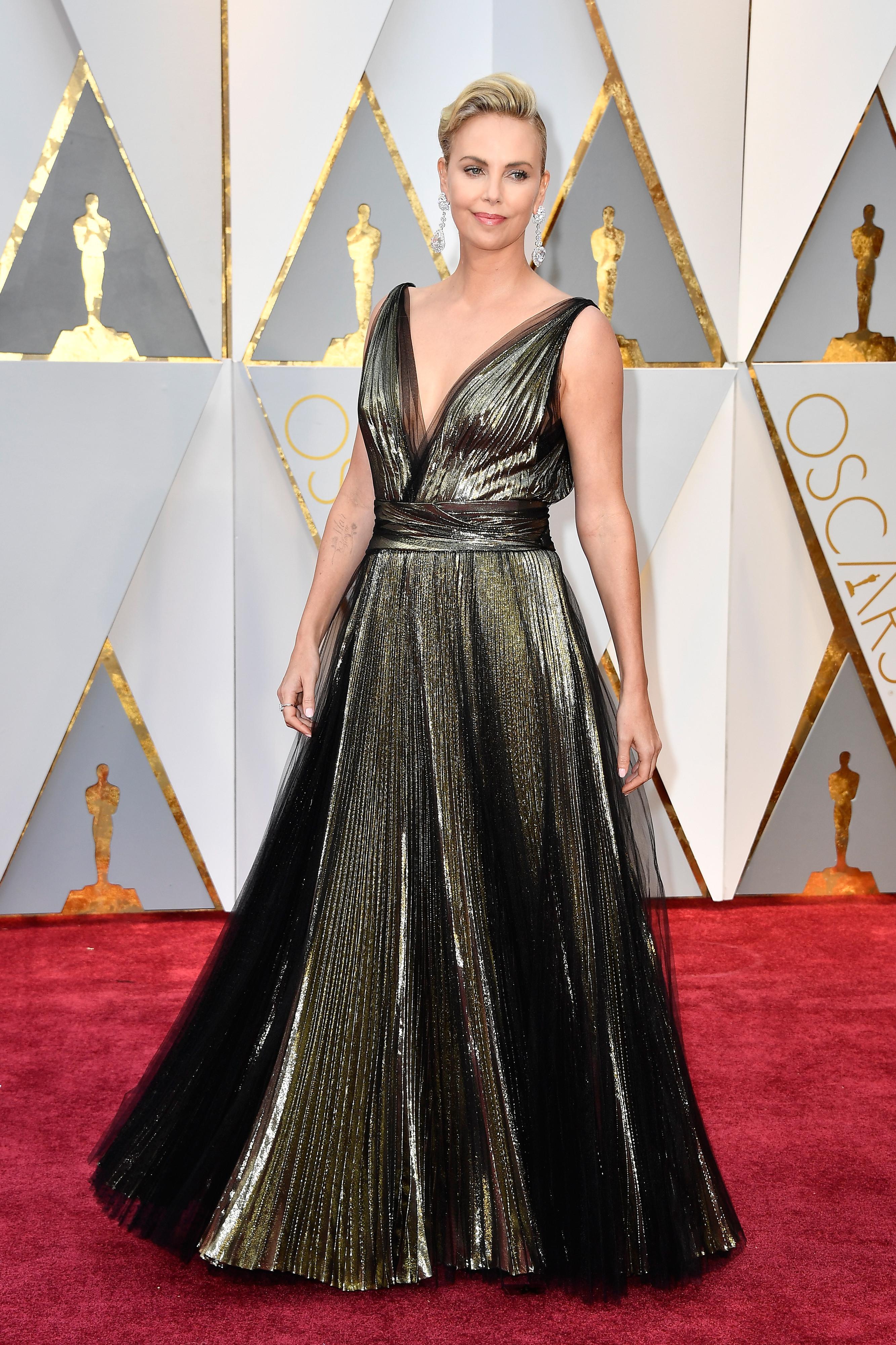 Аrrivederci a tutti! Току що ни прилоша от тази рокля.