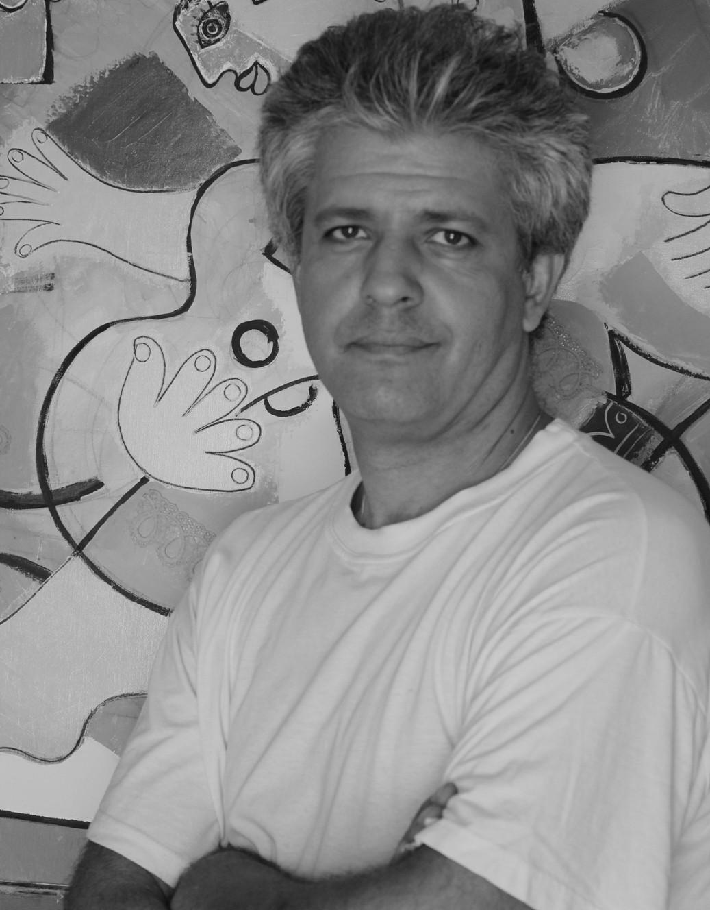 """Стефан Шиников Кариерата му в художествения свят на Париж е феноменална. Живописец и скулптор, Стефан излага редовно в една от най-престижните галерии за съвременно изкуство във френската столица - """"Modus art gallery"""" на Place des Vosges. Негови творби присъстват в някои от най-добрите частни колекции в света. Сн.: Личен архив"""