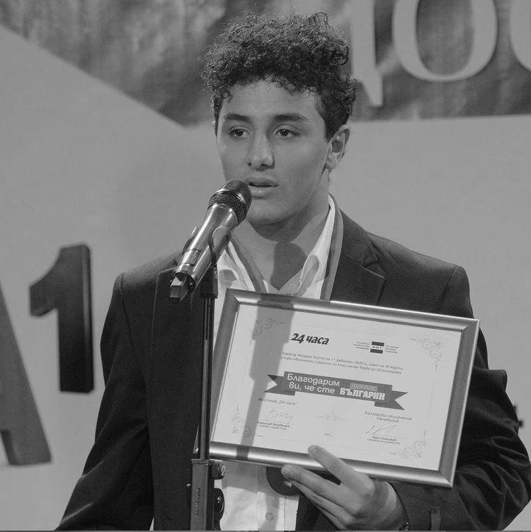 """Едмонд Назарян Едно момче, което си носи титлата победител по наследство. Голямо сърце и много силен дух, така можем да опишем сина на Армен Назарян, който печели титлата в категорията до 55 кг в класически стил борба на Европейското първенство в Рим. Едмонд е само на 18 години, а това далеч не е неговата първа победа в спорта. През ноември месец влиза и в списъка на """"Достойните българи"""". Много го харесваме. Сн.: Instagram"""