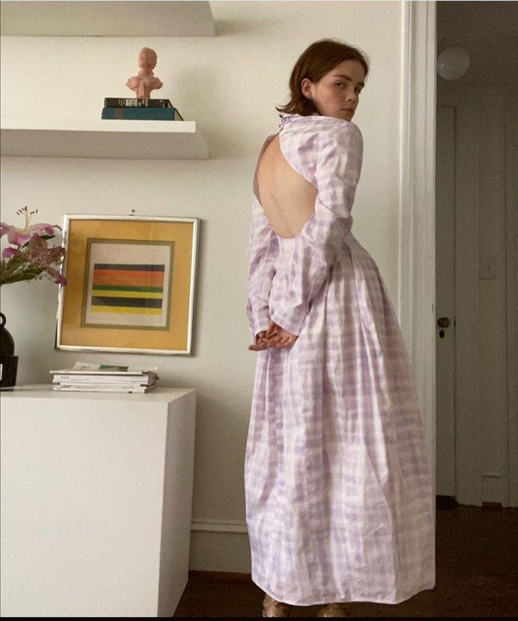 Рийз в рокля Jacquemus