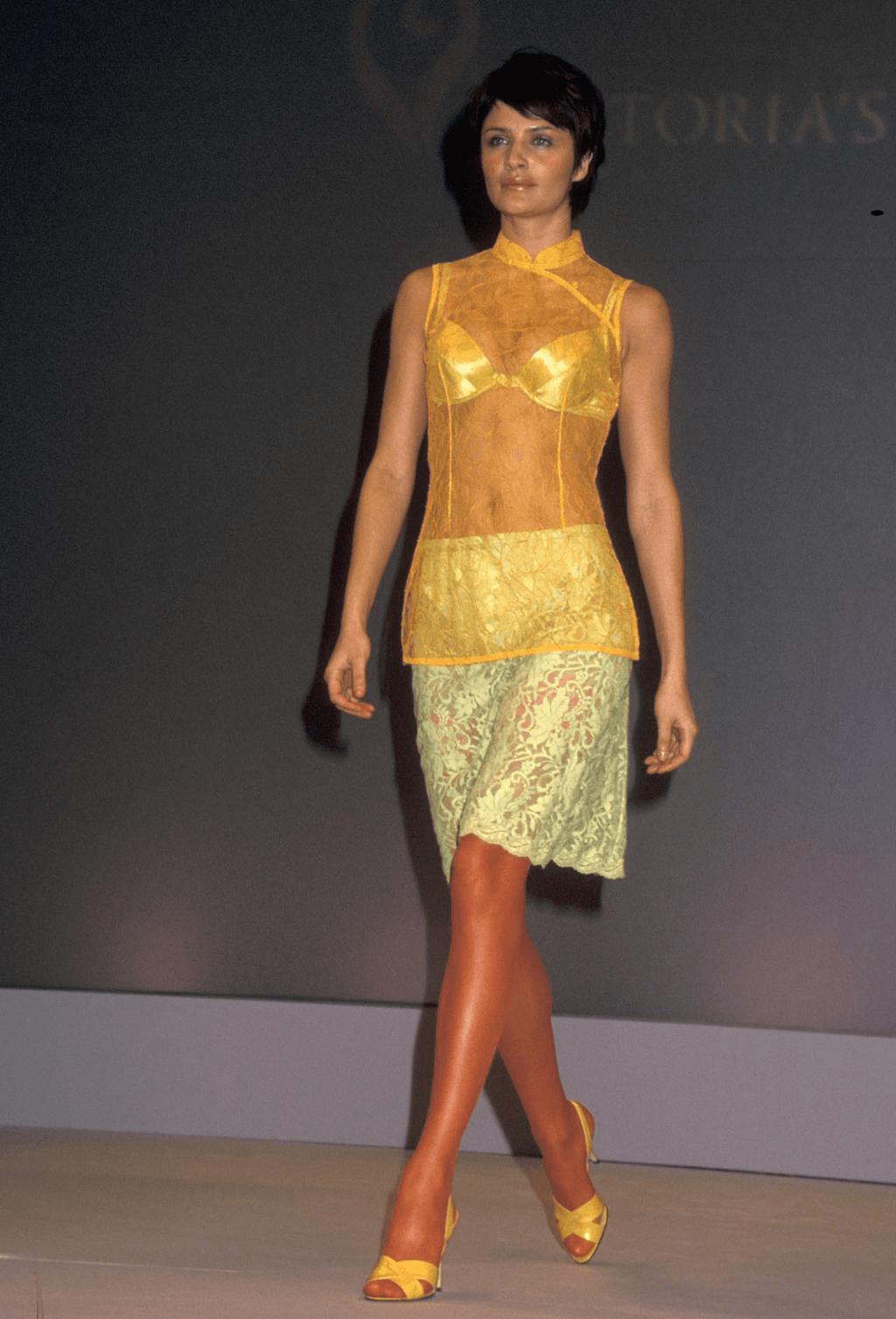 Хелена Кристенсен: от 1997-ма до 1998-ма