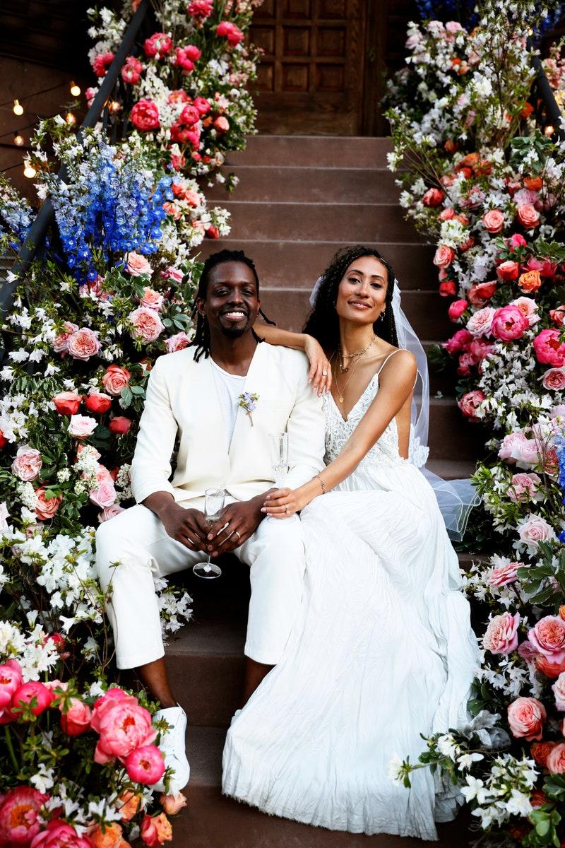 Илейн Уелтерот и Джонатан Сингълтари Това бе първата онлайн сватба в историята! Илейн и Джонатан се сгодяват още през 2016-та и насрочват 10.05.2020 за дата на сватбеното си празненство. Глобалната пандемия обаче преобръща плановете на младоженците изцяло, но двамата решават, че не искат да отлагат повече и канят по-голямата част от гостите си на сватба в Zoom.