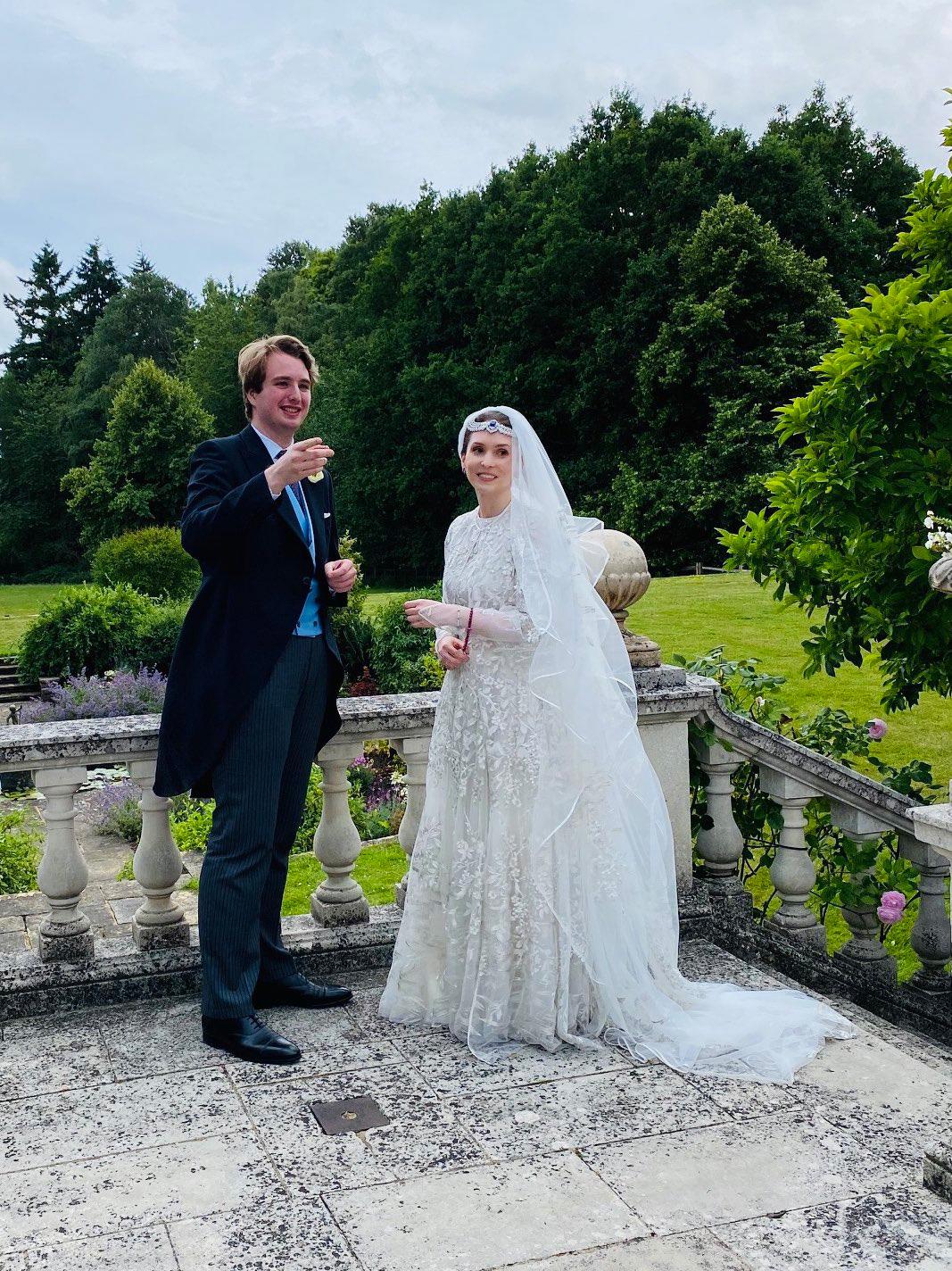 Принцеса Райя и Нед Донован Новата кралска двойка на Йордания се ожени през юли във Великобритания. Първоначално младоженците планирали пищна традиционна церемония в Йордания, но както глобалната пандемия повелява - сватбата бе скромна.