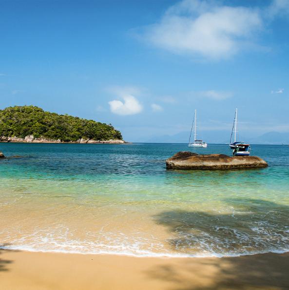 Убатуба, Бразилия С над 100 плажа, Убатуба е безспорната сърф-столица на щата Сао Пауло, като същевременно води и класацията по най-многобройни хайкинг маршрути през Атлантическите гори.