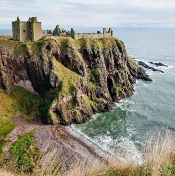 Абърдийн, Шотландия От прекрасни местенца за обяд/вечеря, галерии и музеи до божествен крайбрежен пейзаж и романтични руини в околията, Абърдийн има много какво да даде и покаже.