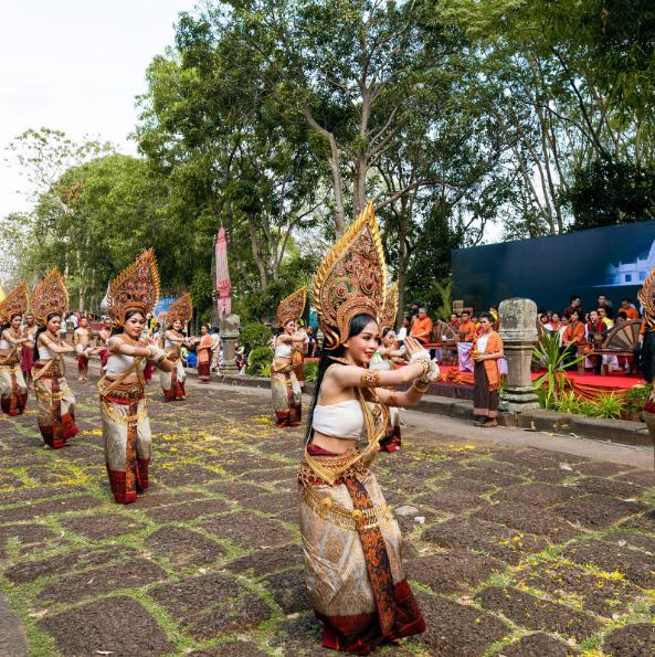 Бури Рам, Тайланд В допълнение към това, че е дом на някои от най-високо ценените тайландски Кмер реликви, Бури Рам всъщност е и чудесна точка от световната карта за спортуващите активно.