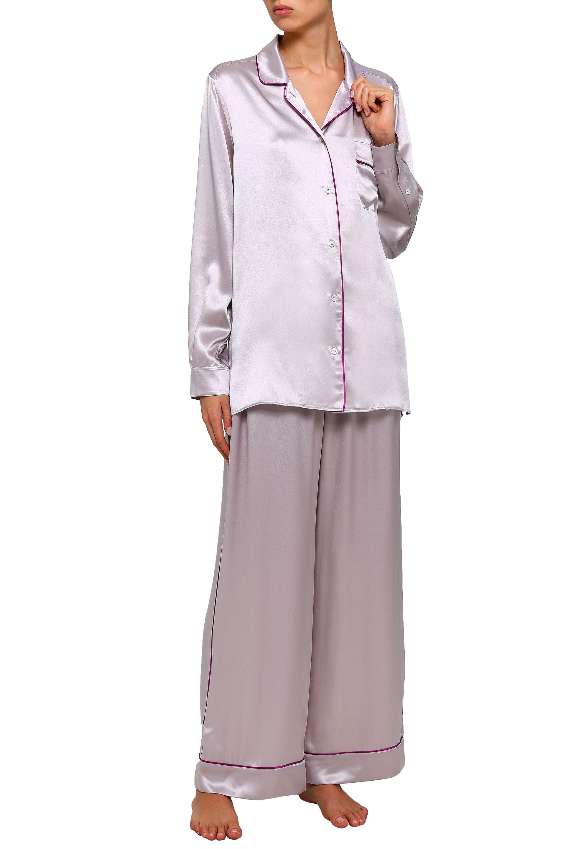 Копринена пижама от две части Dolce&Gabbana от The Outnet, панталон 841,50лв. и горна част 841,50лв.