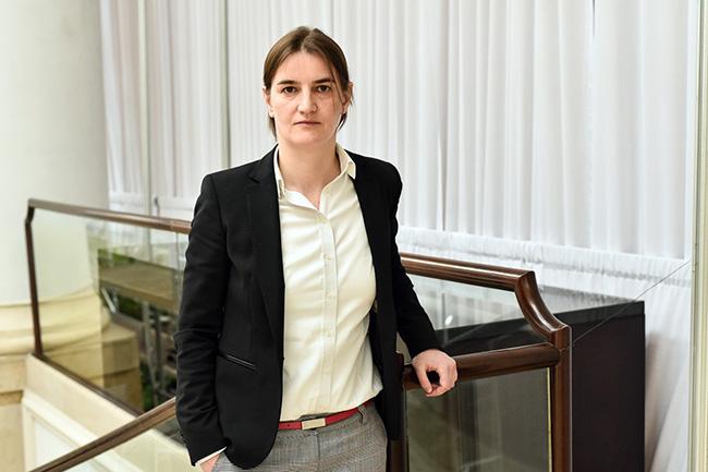 Стилът на Ана Б., министър-председател, жена и хомосексуалист