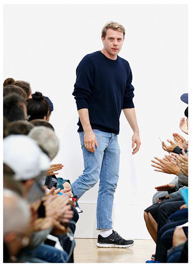 Липса на стил, тайм мениджмънт или работохолизъм: Защо най-големите носят едни и същи дрехи?